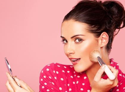 Sposób na porcelanową skórę w  makijażu