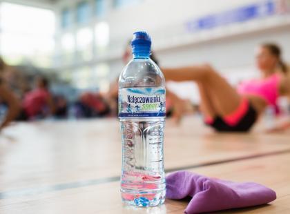 Sposoby na wykorzystanie butelki wody podczas ćwiczeń