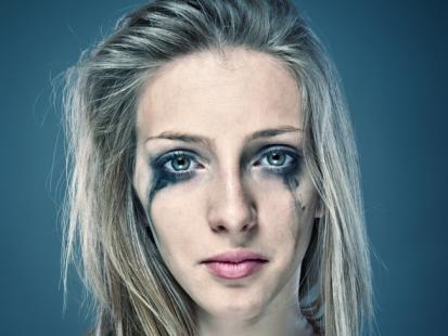 Sprawca poniża, osacza, kontroluje i zastrasza… Jak rozpoznać objawy znęcania psychicznego?