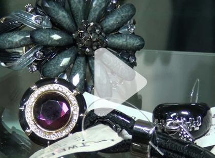 Sprawdzamy jaka biżuteria jest teraz najmodniejsza [video]
