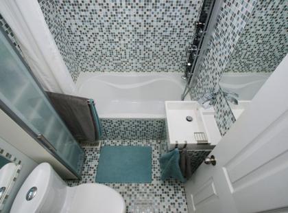 Sprytne rozwiązania do małej łazienki