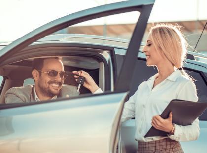 Sprzedajesz lub kupujesz auto? Pobierz gotowy wzór umowy kupna/sprzedaży samochodu w formacie PDF!