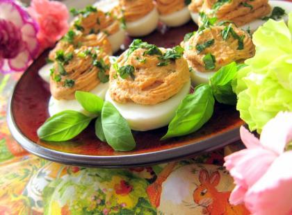 Śródziemnomorskie jajka faszerowane - Kasia gotuje z Polki.pl [video]