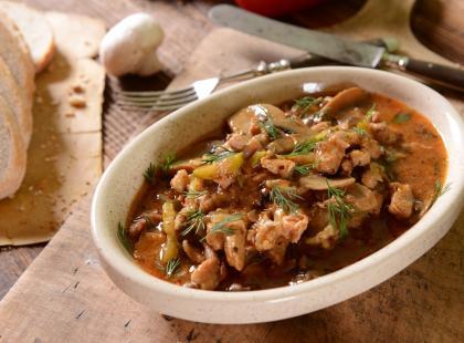 Strogonow: przepis na tradycyjny boeuf strogonow i danie w formie zupy