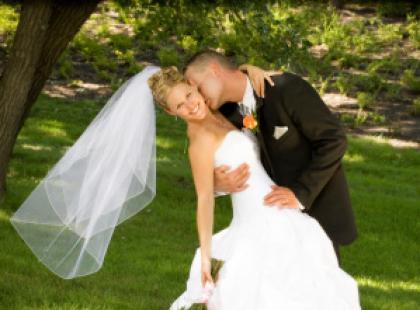 Stroje ślubne nowożeńców - idealny dobór kreacji