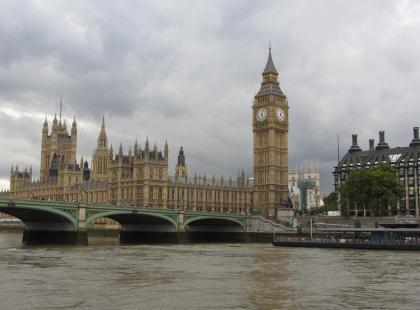 Strzelanina przed parlamentem w Londynie. Kilkanaście osób jest rannych