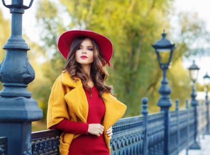Stylizacje z czerwoną sukienką w roli głównej!