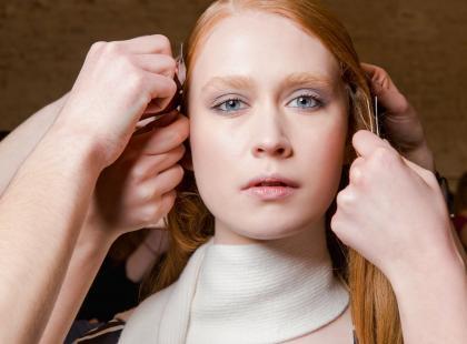 Sucha skóra głowy to twój problem? Te kosmetyki przyniosą ci ulgę. Spróbujesz?