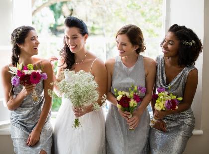 569f42dd62 Sukienka midi na wesele  modny wybór dla każdego! - Suknie ślubne i ...