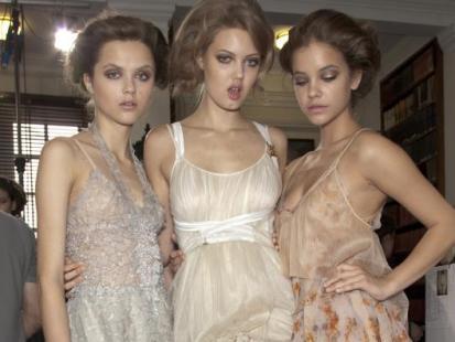 Sukienki na ślub - pudrowe, beżowe, nude