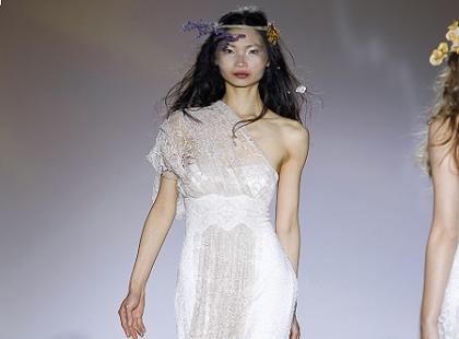 Sukienki ślubne 2013 Raimon Bundo - pokaz kolekcji