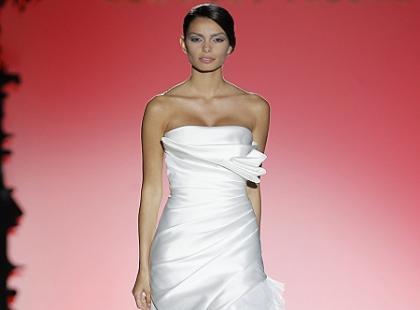 Suknie ślubne 2013 - pokaz kolekcji Hannibal Laguna