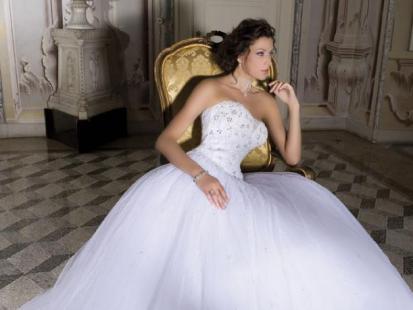 Suknie ślubne Demetrios 2009