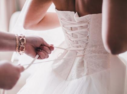 Suknie w stylu księżniczki? Falbany? A może koronka? Poznaj najnowsze trendy w modzie ślubnej!