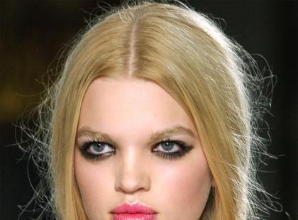 Świąteczny makijaż: Usta jak płatki róż