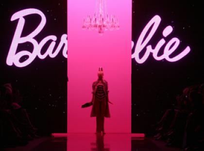 Światowi i polscy projektanci ubierają Barbie