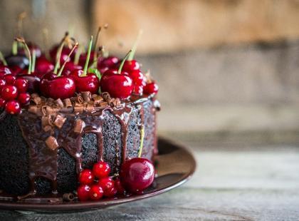 Świętowanie na słodko, czyli tort na rocznicę ślubu. Jaki wybrać?