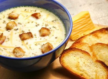 Sycąca zupa serowa