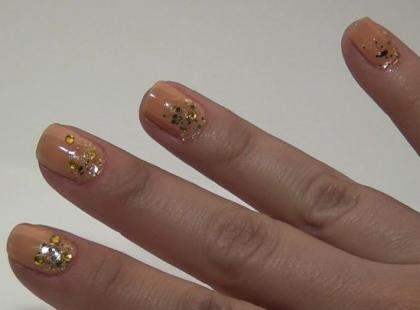 Sylwestrowy manicure z brokatem