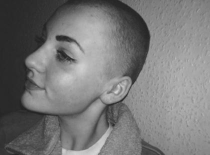 Szkoła ukarała uczennicę za to, że… oddała włosy na cele charytatywne