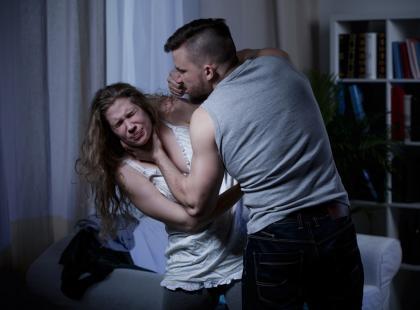Szok! Przegłosowano nową ustawę, która zakłada, że mąż może raz w roku bezkarnie pobić żonę