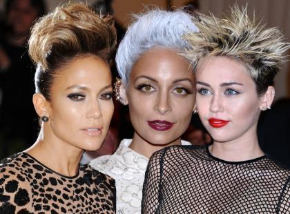 Szokujące makijaże i fryzury gwiazd na MET 2013