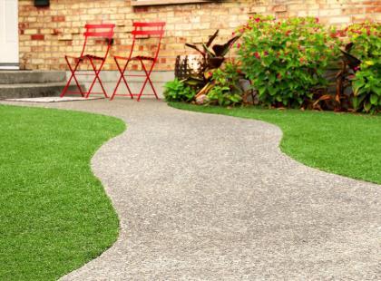Sztuczna trawa: wygląda ładnie cały rok i nie wymaga pielęgnacji