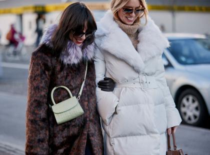 Sztuczne futro to hit jesieni i zimy 2019/2020. 8 modnych modeli