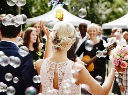 Szukasz inspiracji na życzenia ślubne? Oto 20 najpiękniejszych, gotowych tekstów!