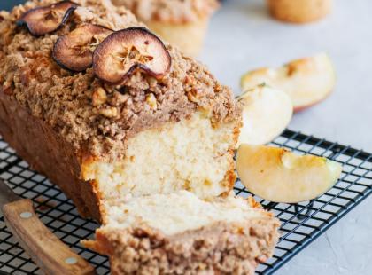 Szukasz pomysłu na proste ciasto na niedzielę? Sprawdź 3 przepisy na jabłecznik z kruszonką!