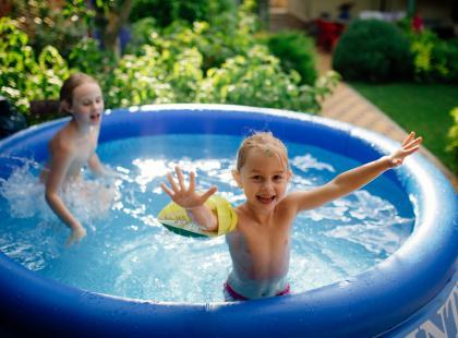 Szybka ochłoda dla całej rodziny. Zobacz przegląd basenów dmuchanych