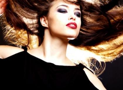 Szybka rada na zniszczone włosy