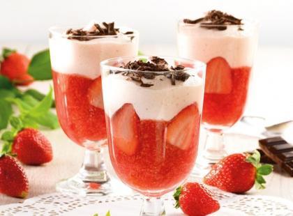 Szybki deser z truskawek