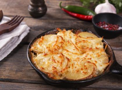 Szybkie i proste placki z gotowanych ziemniaków. Zobacz, jak je przygotować!