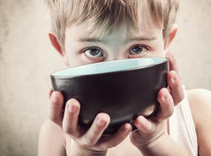 """Ta kampania to najlepsze, co dziś zobaczysz! Poznaj szczegóły akcji """"Czyste pomaganie"""" i ufunduj 10 000 posiłków dla dzieci!"""