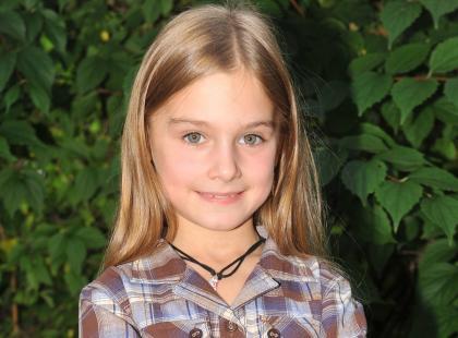 """Ta mała aktorka z """"BrzydUli"""" wyrosła na piękną dziewczynę. Co z jej karierą? Jak wygląda teraz?"""