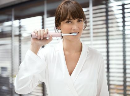 Ta szczoteczka sprawi, że twój uśmiech w końcu będzie biały, a zęby zdrowe i mocne