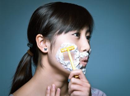 Ta vlogerka przekonuje, że kobiety też powinny golić twarz. Czy świat zwariował?