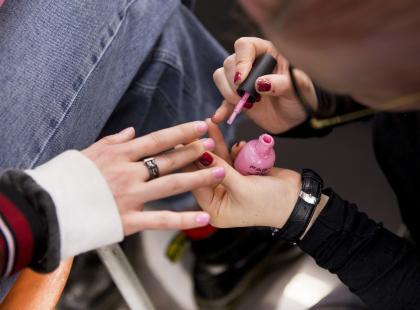 Takich paznokci jeszcze nigdy nie widziałyśmy. Wyglądają jak pantofelki Kopciuszka!