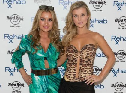 Tandetnie ubrane siostry Krupa na podrzędnej imprezie w Miami