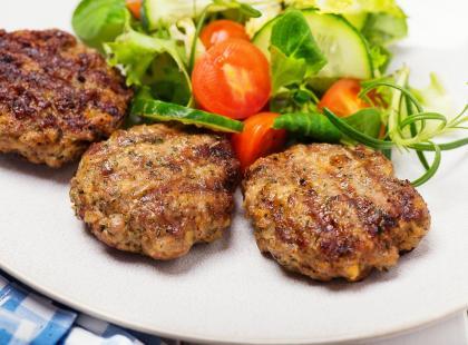 Tanie danie obiadowe, które zrobisz z ziemniaków z poprzedniego dnia! Zobacz przepisy na kotlety ziemniaczane!
