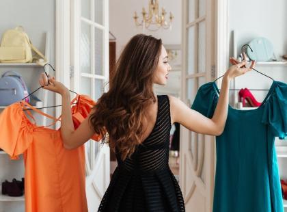 Tanie sukienki na wesele – czy wypada iść w kreacji z sieciówki?