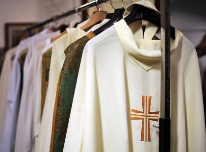 Targi mody sakralnej - takie rzeczy tylko w Kielcach. Wszystko aż ocieka złotem...