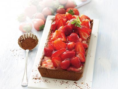Tarta z kremem waniliowym i truskawkami