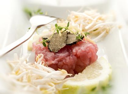 Tatar z tuńczyka z borowikami