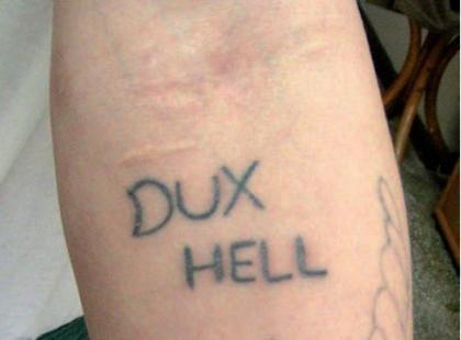 Tatuaże więzienne emocjonalne i stentencjonalne – galeria
