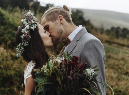 Te fryzury ślubne będą hitem 2018 roku! 5 nieoczywistych propozycji dla każdej panny młodej