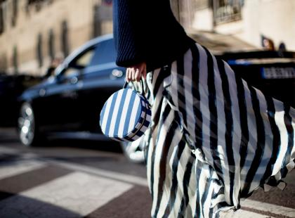 Te spódnice niezmiennie zachwycają od wielu lat. Zobacz, o jaki model chodzi!