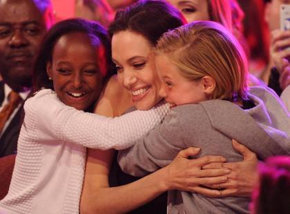 Te zdjęcia obiegły świat: Angelina Jolie z córkami