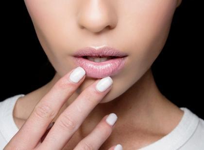 Ten kosmetyk wygładza, nawilża i natłuszcza usta. Macie go w swojej kosmetyczce?